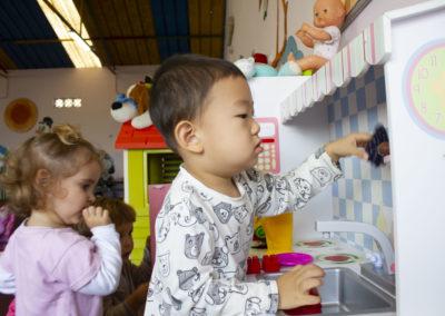 Escuela Infantil Los Jaimitos. Jugando en la cocina